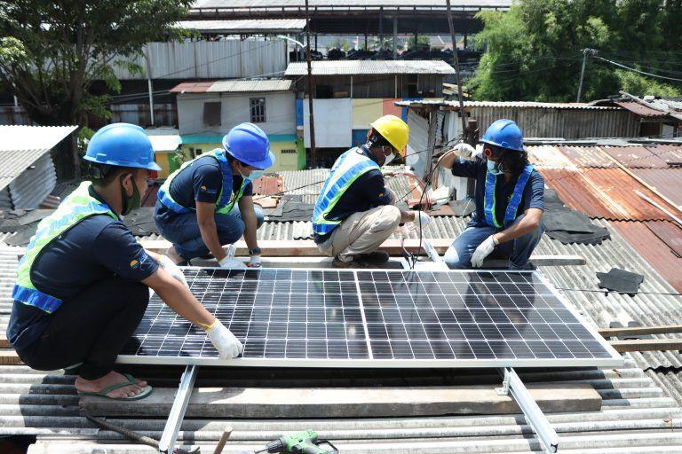 pelatihan anak muda memasang plts atap di jakarta